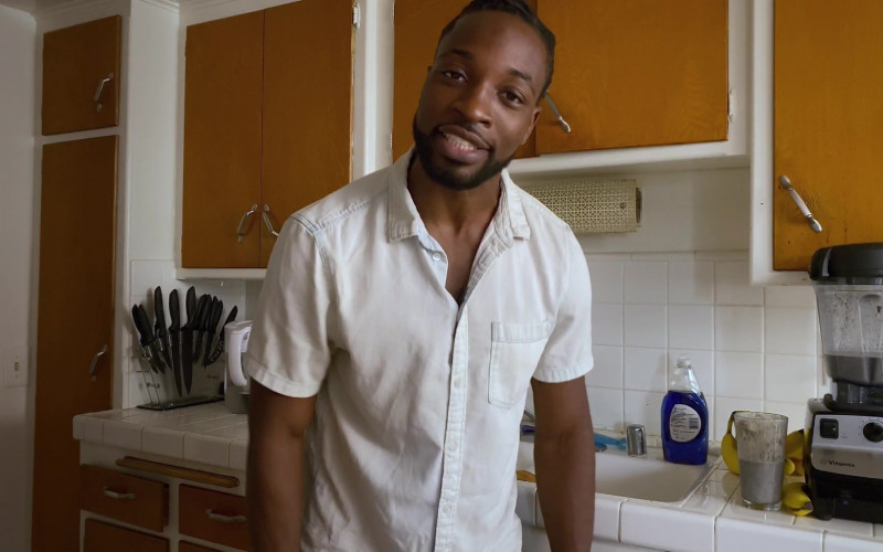 Vitamix Blender of Preacher Lawson as Ben in Connecting… S01E06 Day 135 (2020)