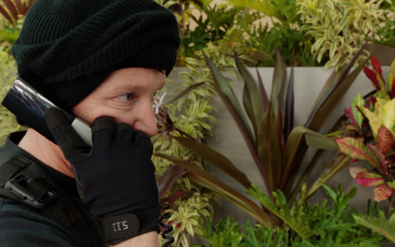 5.11 Tactical Gloves in Magnum P.I. S03E03 (1)