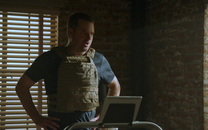 5.11 Tactical Weighted Vest Set Sandstone of Chris O'Donnell as G. Callen in NCIS Los Angeles S12E04