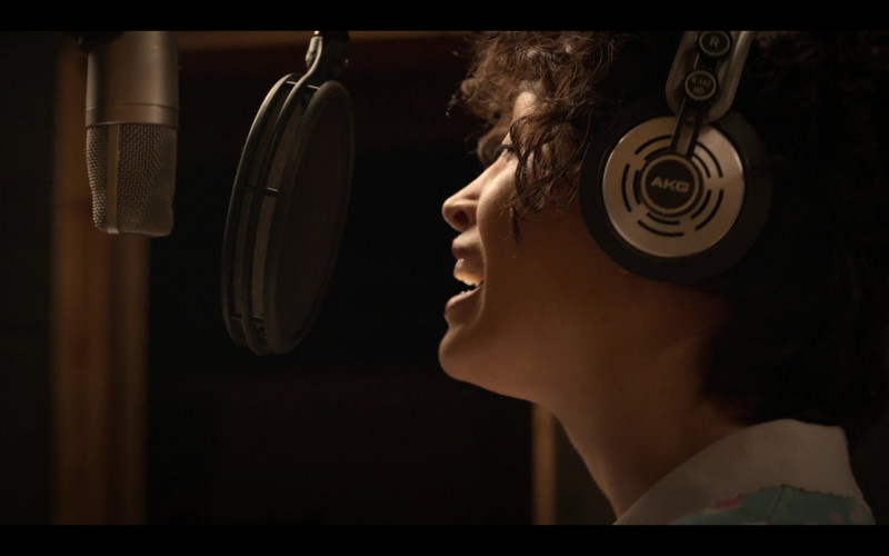 AKG Headphones of Christian Serratos in Selena The Series S01E02 Dame Un Beso (1)