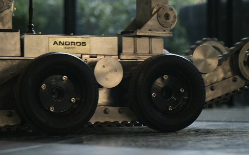 ANDROS Remote Control Military Robot Designed by REMOTEC in S.W.A.T. S04E05 (1)