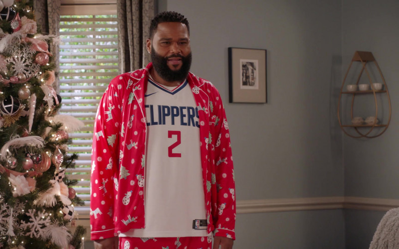 Anthony Anderson Wears Nike x Los Angeles Clippers Basketball Team T-Shirt Outfit in Black-ish S07E06