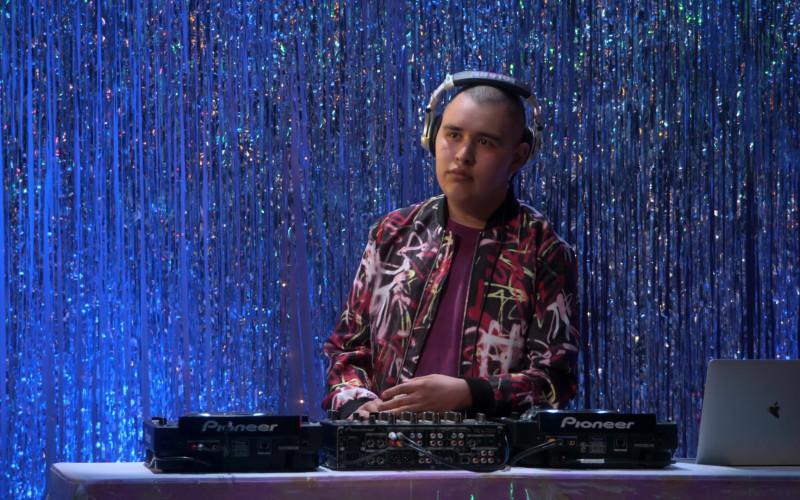 Apple MacBook Laptop and Pioneer in Mr. Iglesias S03E05 The Big Dance (2020)