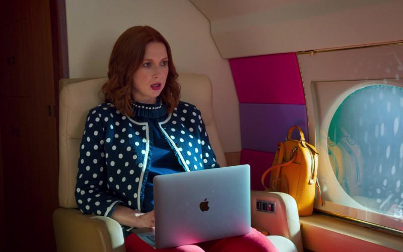 Apple MacBook Pro Laptop of Ellie Kemper in Unbreakable Kimmy Schmidt (2)