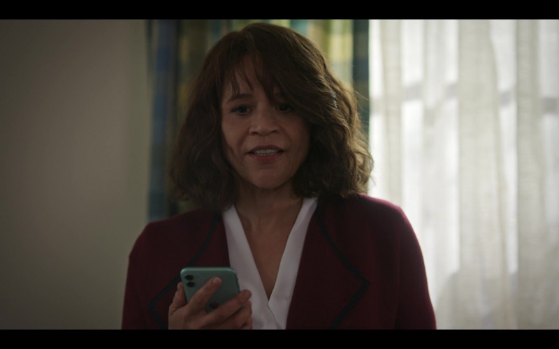 Apple iPhone Smartphone Used by Rosie Perez as Megan Briscoe in The Flight Attendant S01E07 Hitchcock Double (2020)
