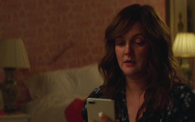 Apple iPhone Smartphone of Drew Barrymore in The Stand In (1)