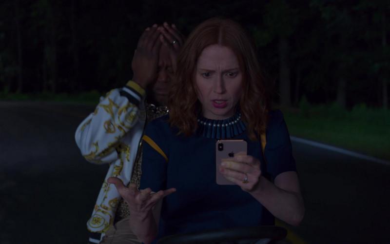 Apple iPhone Smartphone of Ellie Kemper in Unbreakable Kimmy Schmidt Kimmy vs the Reverend (1)