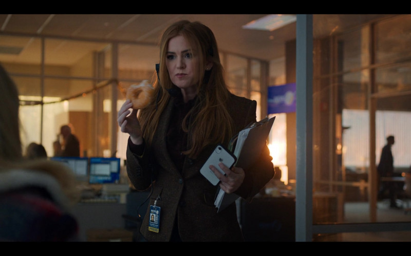 Apple iPhone Smartphone of Isla Fisher as Mackenzie Walsh in Godmothered (2020)