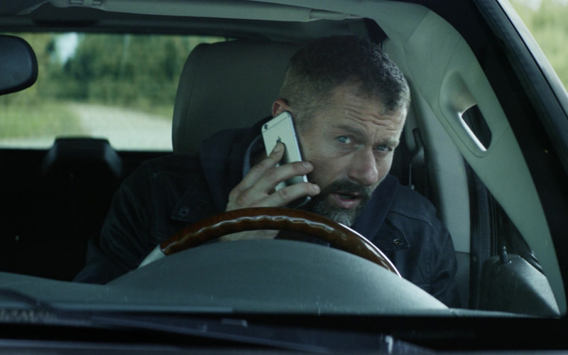 Apple iPhone Smartphone of James Badge Dale as James Lasombra in The Empty Man (1)
