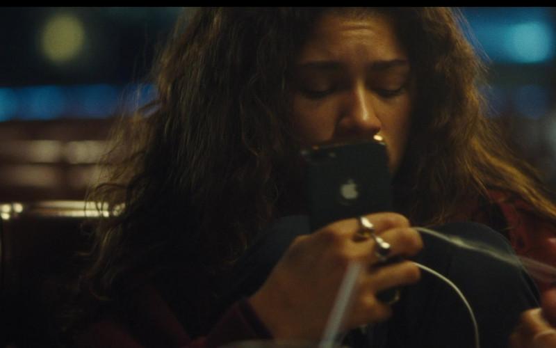Apple iPhone Smartphone of Zendaya as Rue Bennett in Euphoria S02E00