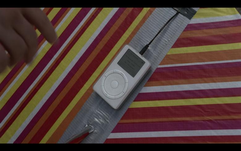 Apple iPod Media Player of Josh McDermitt as Eugene Porter in The Walking Dead S08E07 (1)