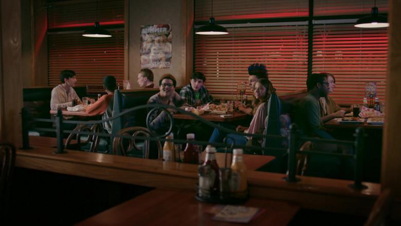 Applebee's Grill & Bar Restaurant in Cobra Kai S02E01 (1)
