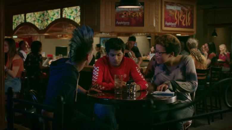 Applebee's Grill & Bar Restaurant in Cobra Kai S02E01 (2)