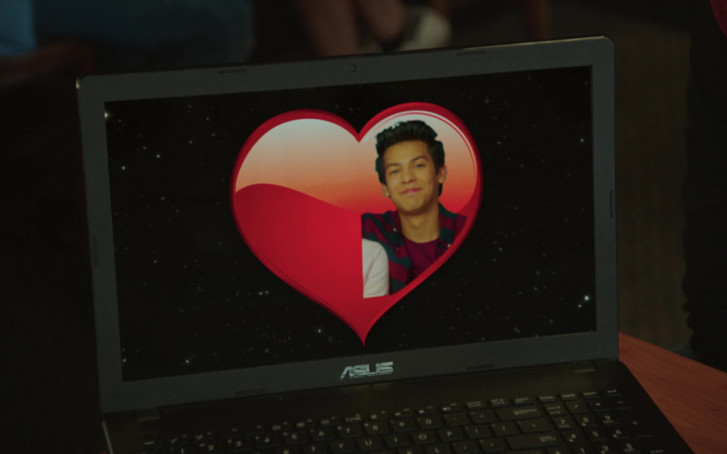 Asus Laptop of Xolo Maridueña as Miguel Diaz in Cobra Kai S02E05 (3)