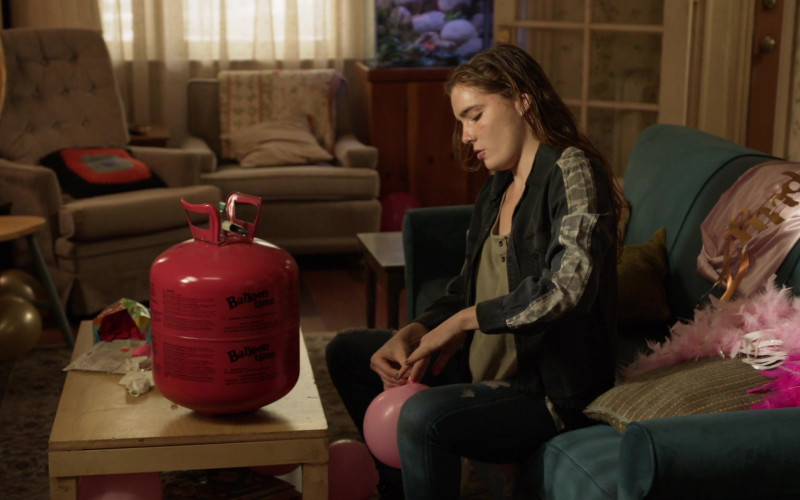 Balloon Time Helium Tank in Shameless S11E02 (1)