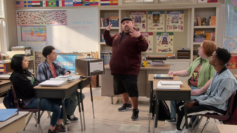 Bankers Box of Gabriel Iglesias in Mr. Iglesias S03E01 Technically Speaking (2020)