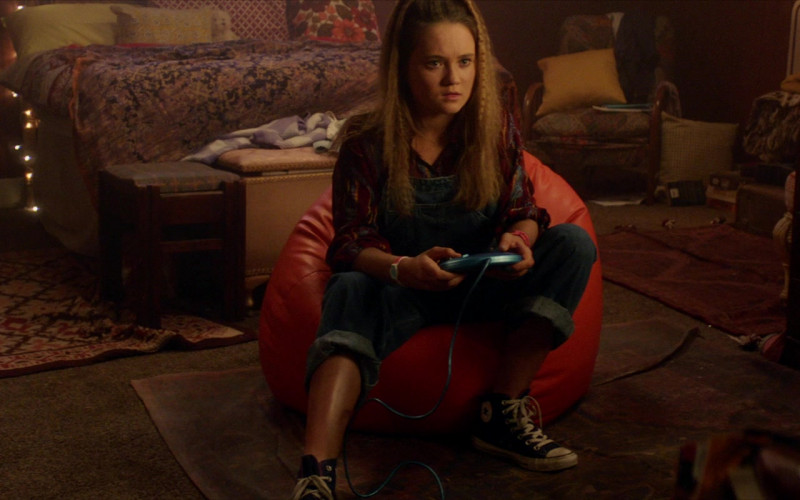 Converse HiTop Sneakers of Isabelle Allen as Sarah in Max Cloud (1)