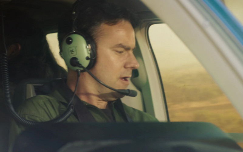 David Clark Aviation Headset in Professionals S01E07 The Hunted (2020)