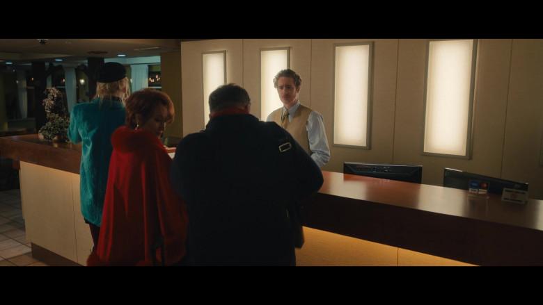 Dell Monitors in The Prom (2)
