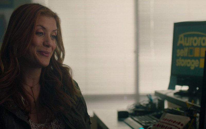 Dell Monitors of Kate Walsh as Annie Sumpter in Honest Thief (1)