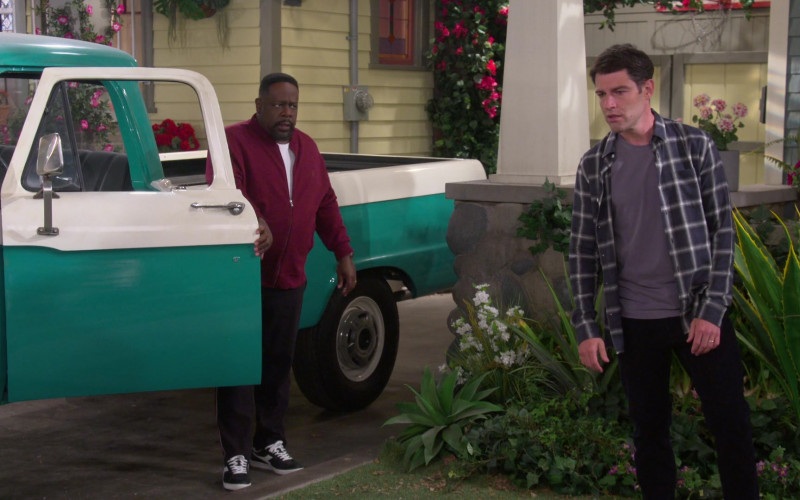 Diadora Game L Low Sneakers of Cedric the Entertainer as Calvin in The Neighborhood S03E04 (1)