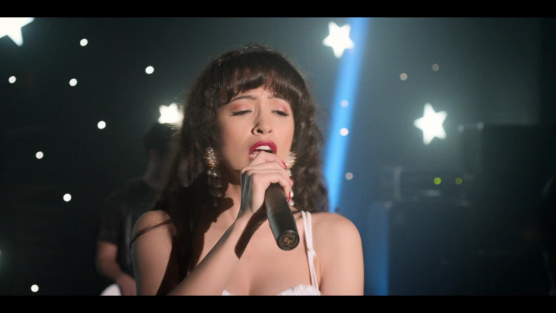 Electro-Voice Microphone of Christian Serratos in Selena The Series S01E01 Daydream (2)