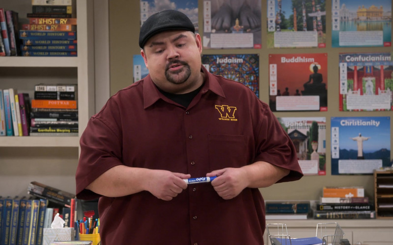 Expo Marker of Gabriel Iglesias in Mr. Iglesias S03E04 You're Dad to Me (2020)