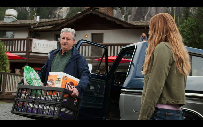 FIORA Brand Paper Towel Products in Virgin River S02E01 (2)