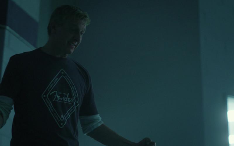 Fender T-Shirt of William Zabka as Johnny Lawrence in Cobra Kai S01E03 (2)
