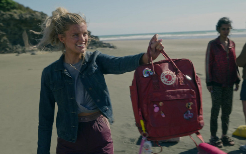 Fjallraven Kanken Red Backpack in The Wilds S01E07 Day Fifteen (1)