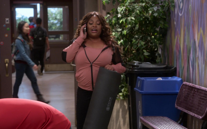 Gaiam Yoga Mat of Sherri Shepherd as Paula Madison in Mr. Iglesias S03E04