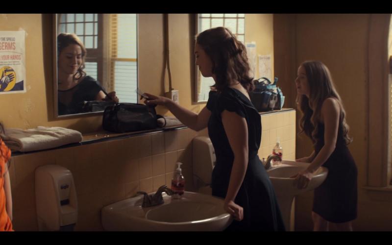 Gojo Dispenser in Tiny Pretty Things S01E08 Relevé (2020)