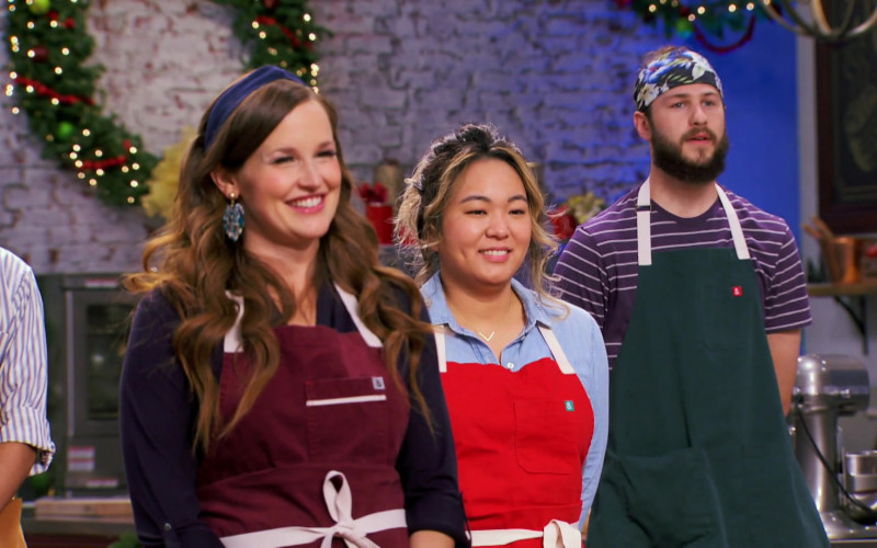 Hedley & Bennett Aprons in Holiday Baking Championship S07E06 Topsy-Turvy Holidays (1)