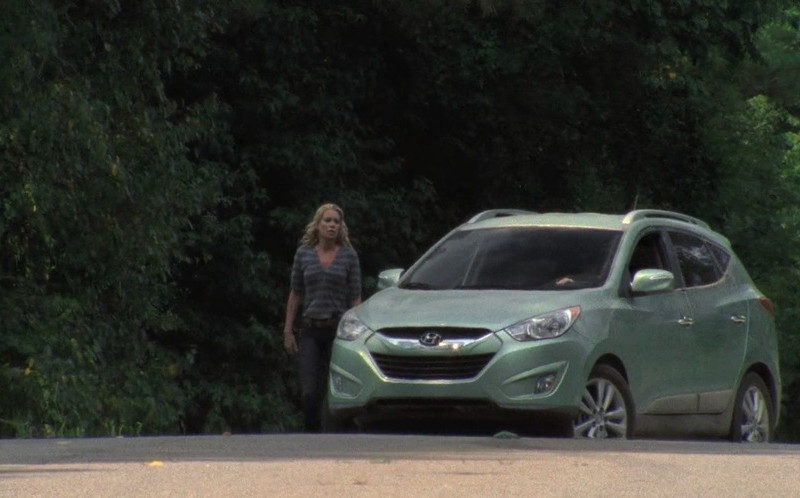 Hyundai Tucson Car in The Walking Dead S02E06 Secrets (1)