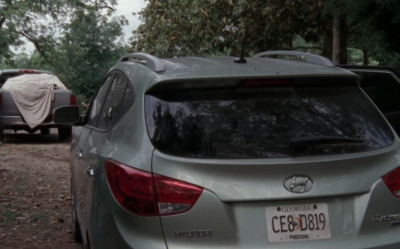 Hyundai Tucson Car in The Walking Dead S03E01 Seed (1)