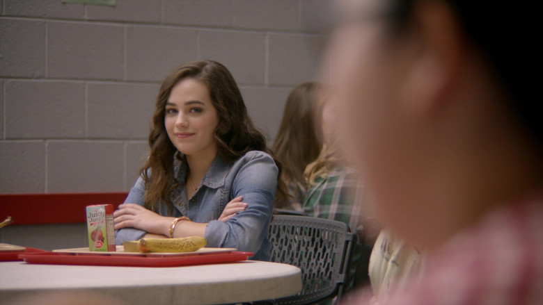 Juicy Juice 100% Apple Juice of Mary Mouser as Samantha LaRusso in Cobra Kai S01E02 (1)