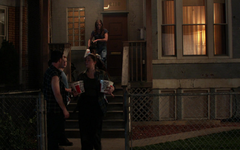 KFC Fast Food Buckets Held by Emmy Rossum as Fiona Gallagher in Shameless S11E01 (1)