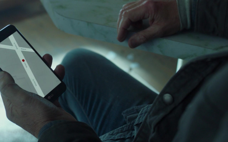 LG Smartphone of Liam Neeson as Tom Carter in Honest Thief (2020)