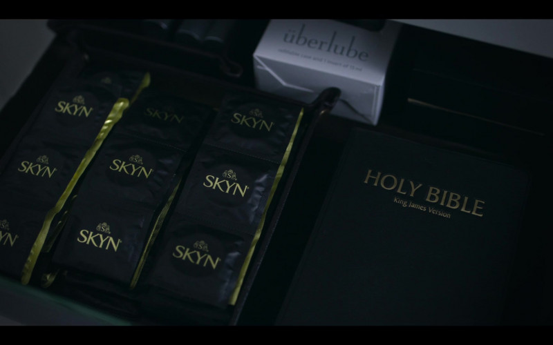 LifeStyles SKYN Condoms & Überlube Lubricant in The Flight Attendant Episode 5 TV Show
