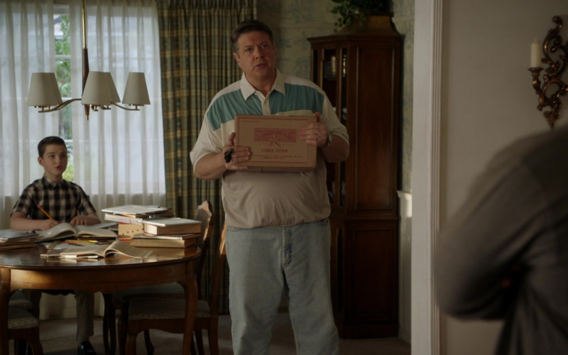 Lone Star Beer Box Held by Lance Barber as George Cooper Sr. in Young Sheldon S04E05