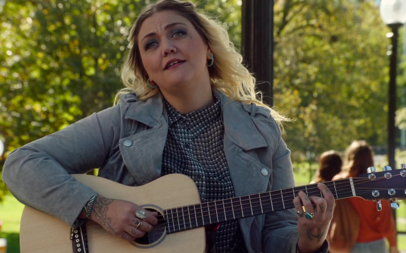 Martin Guitar of Elle King as Jordan in Love, Weddings & Other Disasters (2020)