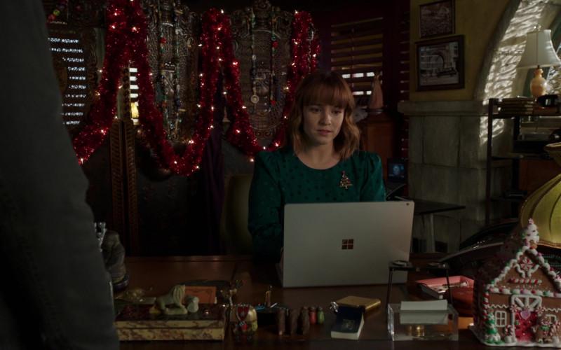 Microsoft Surface Laptop of Renée Felice Smith as Nell Jones in NCIS Los Angeles S12E06 (2)