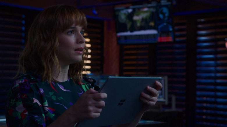 Microsoft Surface Tablet of Renée Felice Smith as Nell Jones in NCIS Los Angeles S12E04 (2)