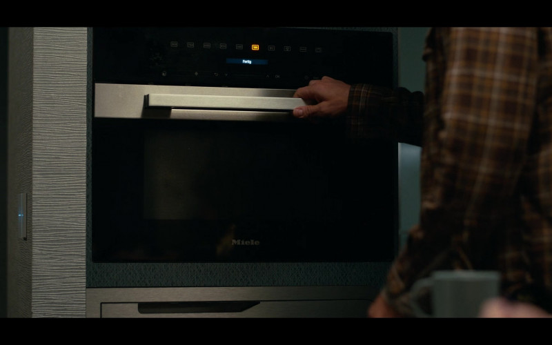 Miele Built-In Oven Used by George Clooney as Augustine Lofthouse in The Midnight Sky (1)