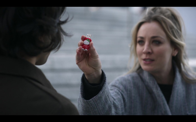 Mimobot Hello Kitty USB Flash Drive by Mimoco Used by Kaley Cuoco as Cassie Bowden in The Flight Attendant Episode 5 (1)