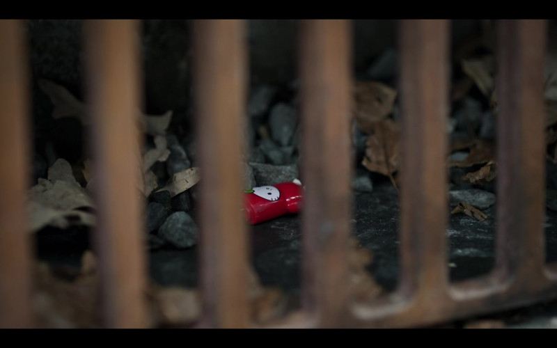 Mimoco Mimobot Hello Kitty USB Flash Drive in The Flight Attendant S01E07 Hitchcock Double (2020)