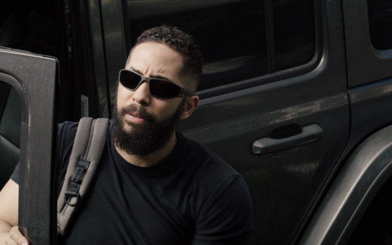 Neil Brown Jr. as Ray Wears Gatorz Wraptor Sunglasses in SEAL Team S04E02 TV Show