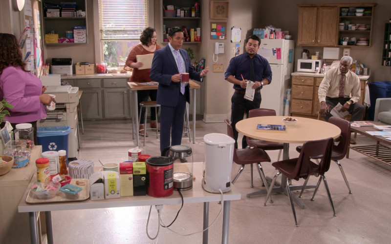 Nestle Coffee Mate Creamer & Celestial Seasonings Tea in Mr. Iglesias S03E03