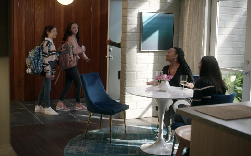 Nike Blazer Mid Dusty Peach Sneakers of Ruby Jay as Grace in The Unicorn S02E03