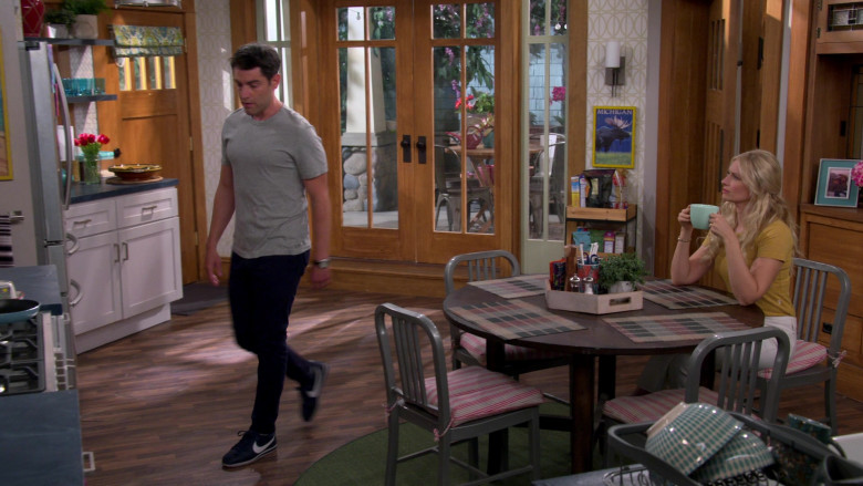Nike Cortez Blue Sneakers of Max Greenfield as Dave in The Neighborhood S03E03 TV Show (1)